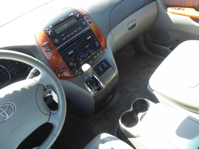Toyota Sienna 2007 price $6,950