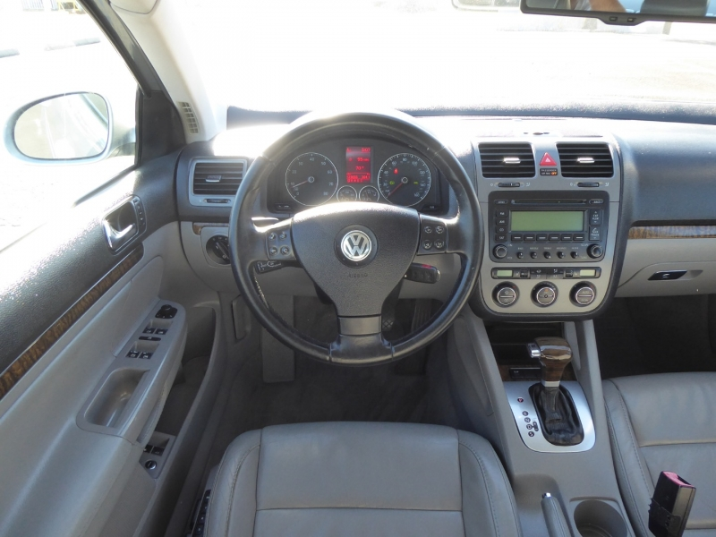 Volkswagen Jetta Sedan A5 2005 price $4,995