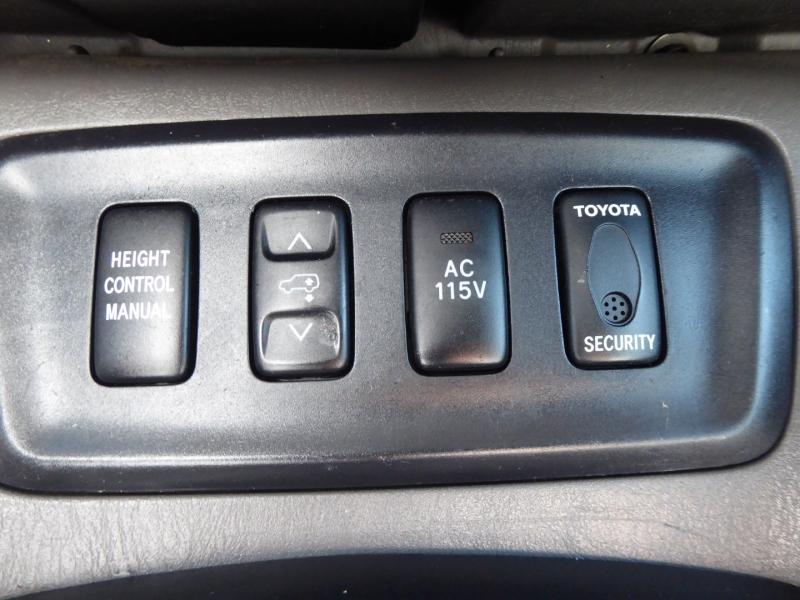 Toyota Sequoia 2006 price $9,995