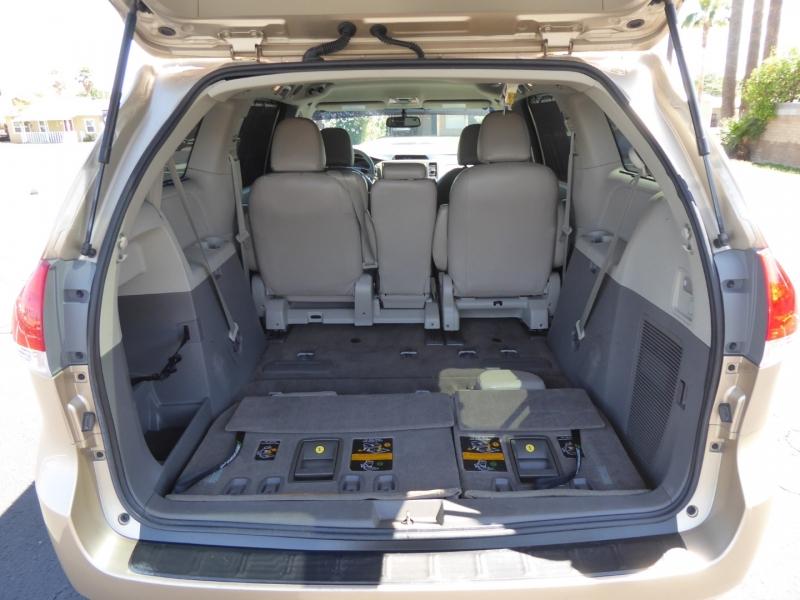 Toyota Sienna 2012 price $15,650