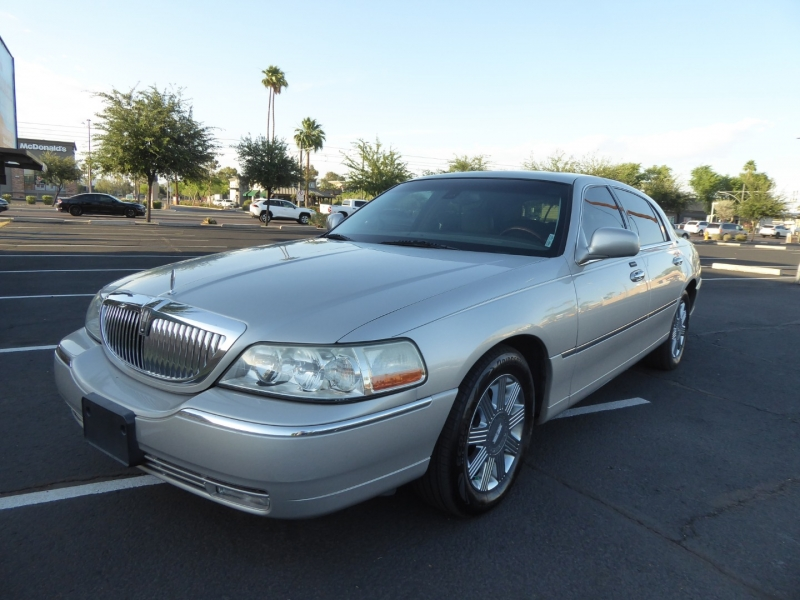 Lincoln Town Car 2003 price $8,995