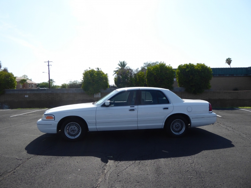 Ford Crown Victoria 2002 price $4,495