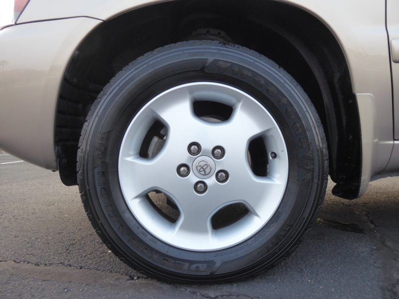 Toyota Highlander 2004 price $11,995
