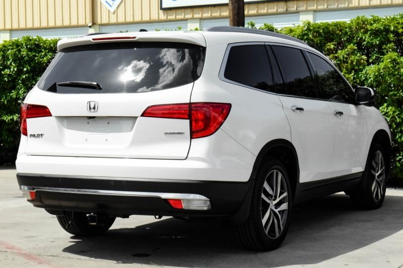 Honda Pilot 2016 price $27,995