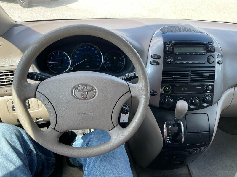Toyota SIENNA 2010 price $9,499