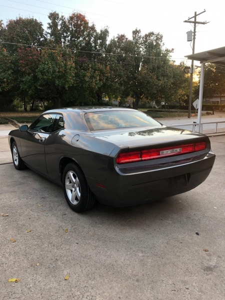 Dodge Challenger 2010 price $9,000