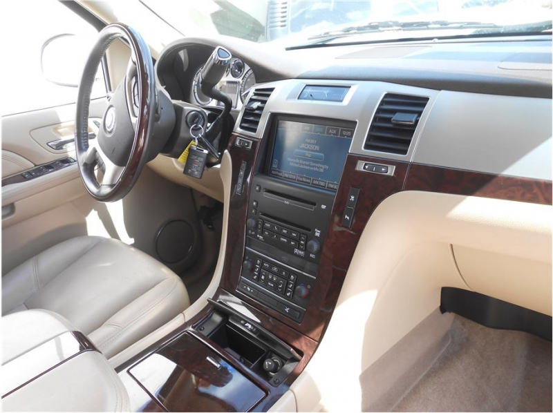 Cadillac Escalade 2009 price $19,995