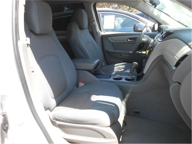 Chevrolet Traverse 2015 price $16,995