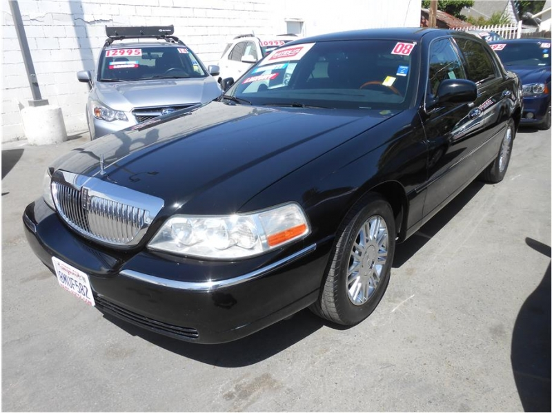 Lincoln Town Car 2008 price $8,995