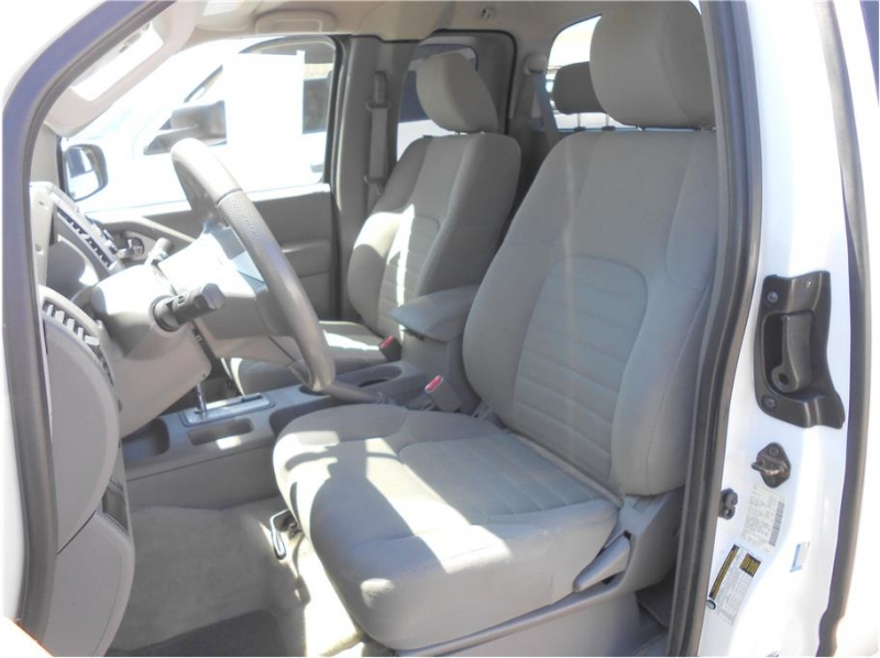 Nissan Frontier King Cab 2015 price $17,995