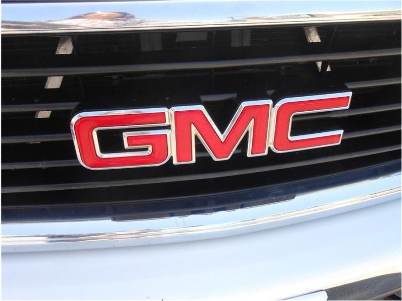 GMC Yukon XL 1500 2004 price $8,995
