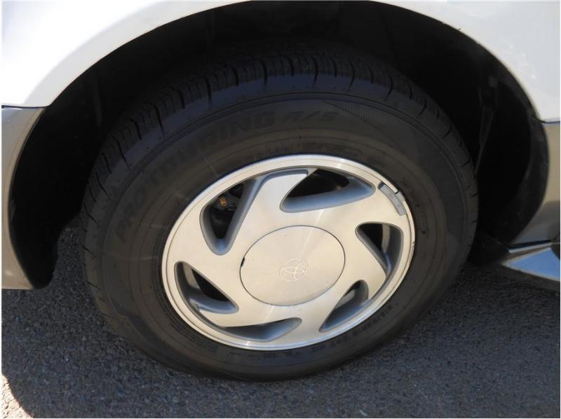 Toyota Sienna 2003 price $9,995