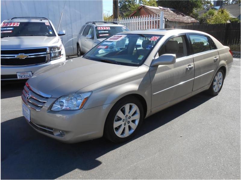 Toyota Avalon 2006 price $10,995