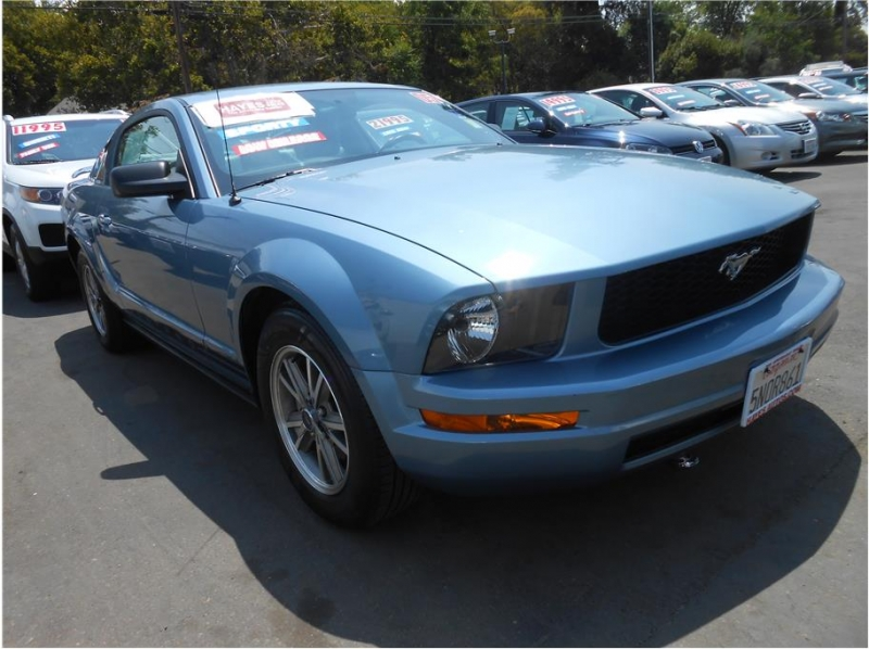Ford Mustang 2005 price $13,995