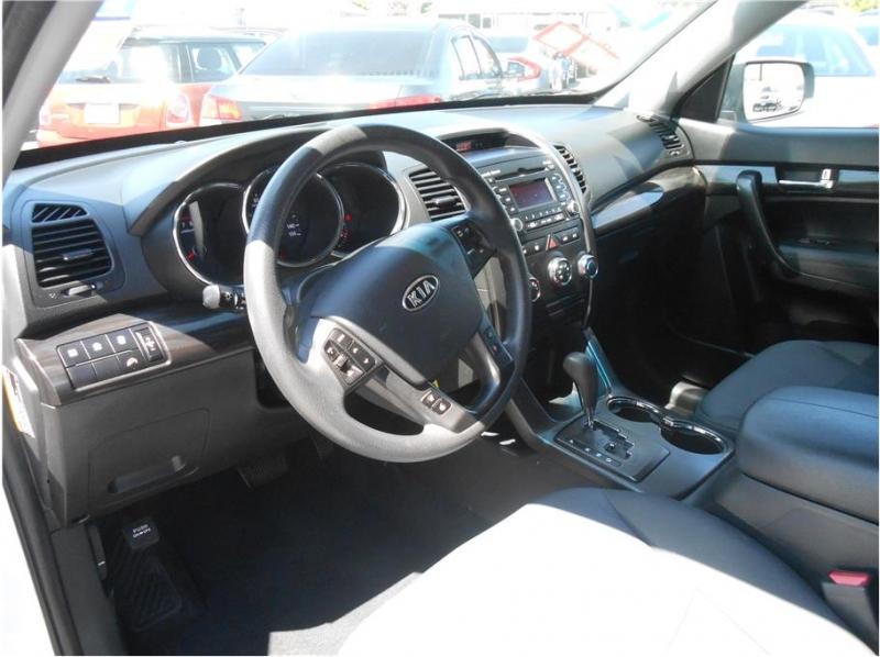 Kia Sorento 2012 price $11,995