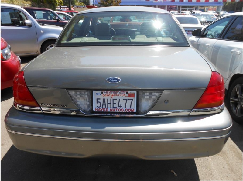 Ford Crown Victoria 2003 price $7,995