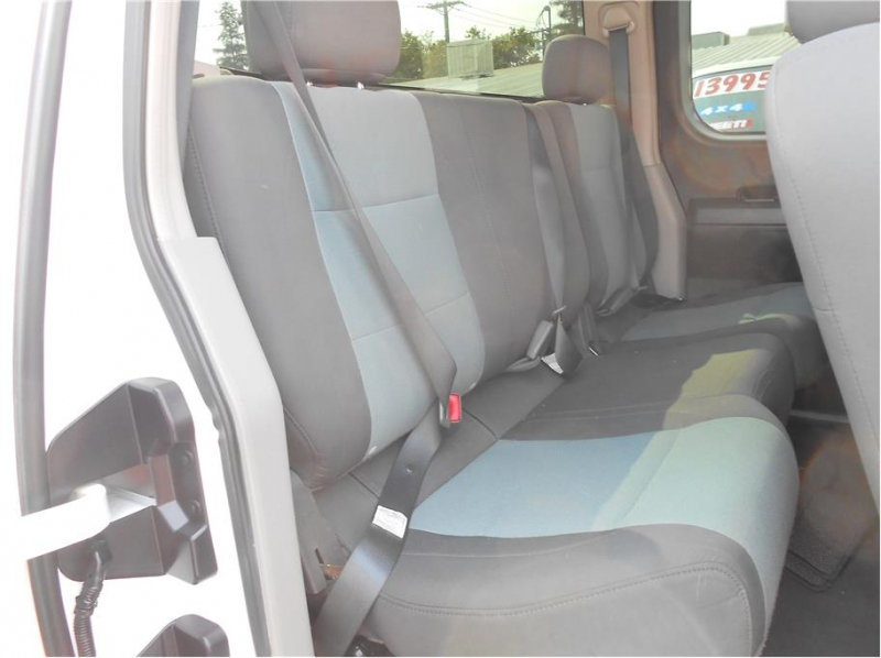 Nissan Titan King Cab 2004 price $10,995