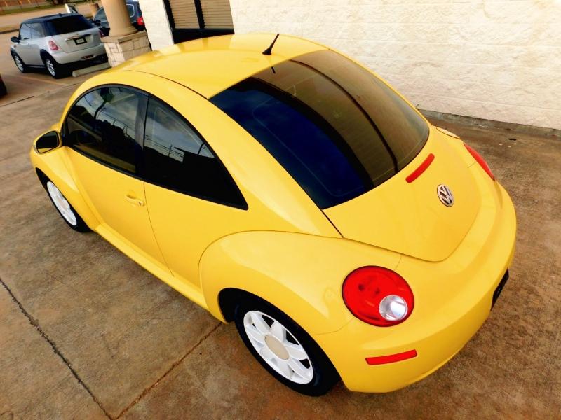 Volkswagen New Beetle Coupe 2010 price $7,798
