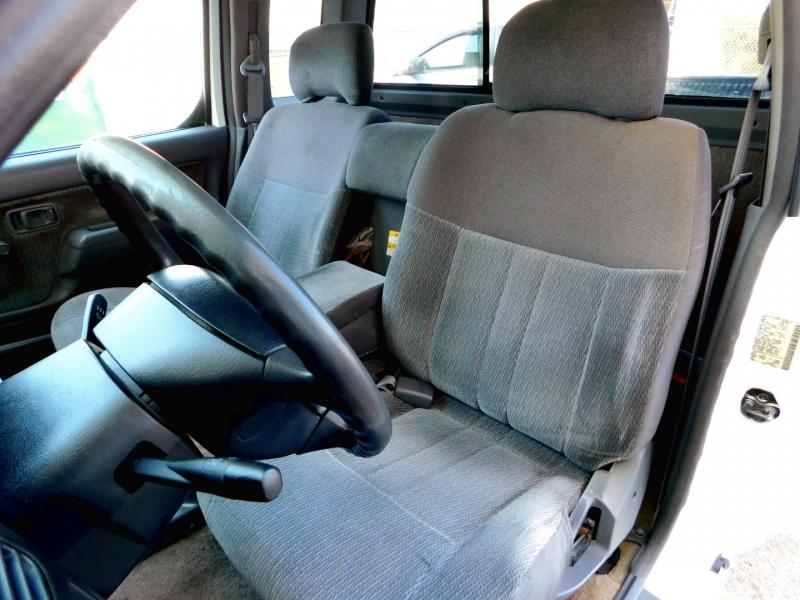 Nissan Frontier 2000 price $6,985