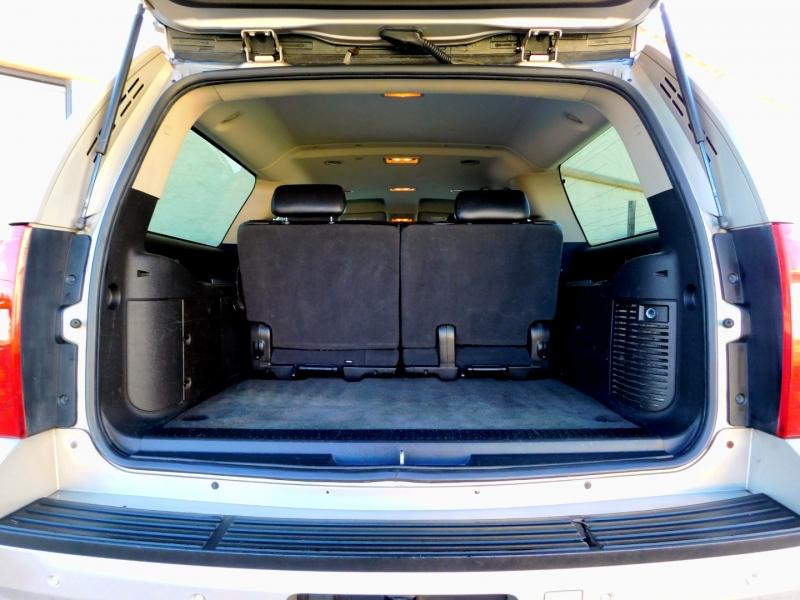 Chevrolet Suburban 2009 price $11,995