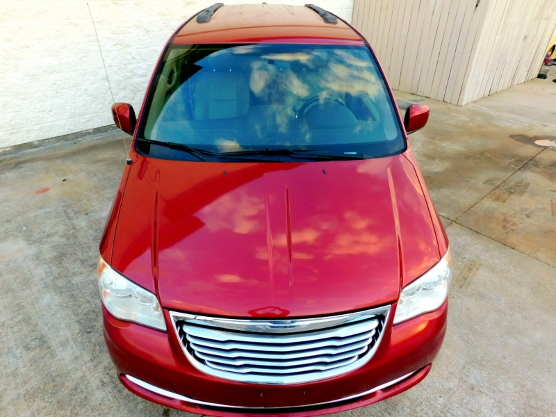 Chrysler Town & Country 2012 price $9,400