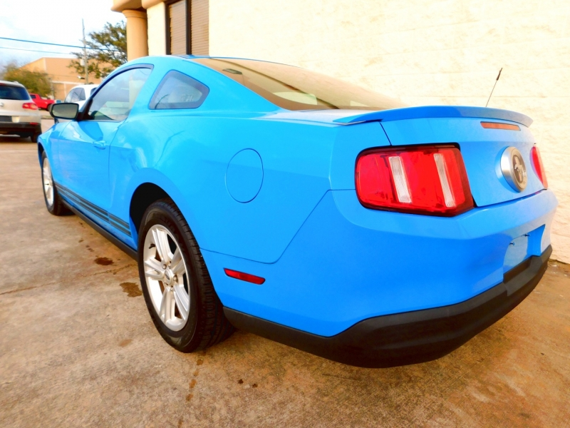 Ford Mustang 2010 price $9,800