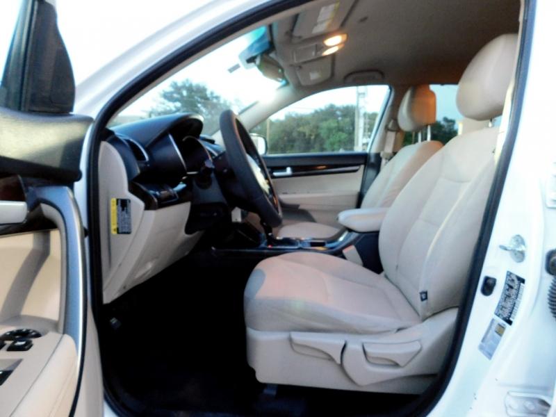 Kia Sorento 2015 price $11,995