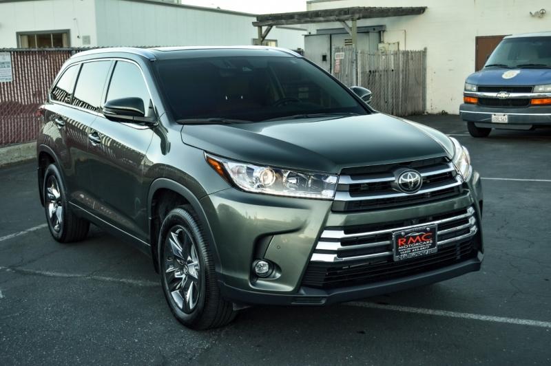 Toyota Highlander 2019 price $37,880