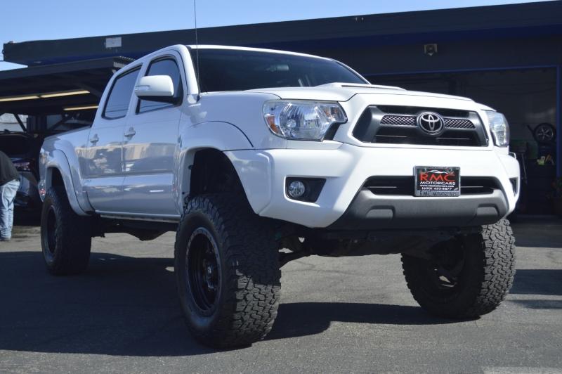 Toyota Tacoma 2015 price $33,880