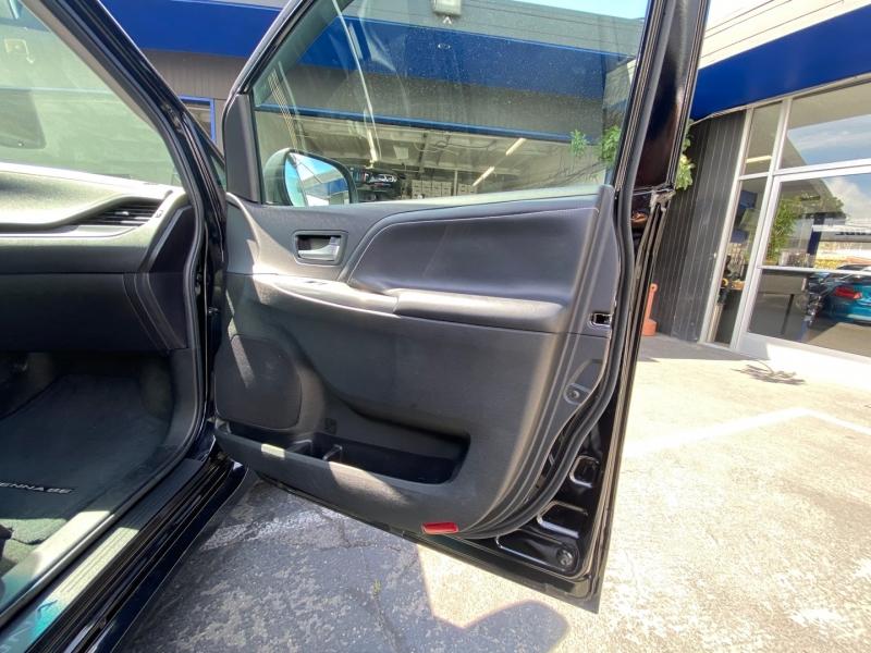 Toyota Sienna 2017 price $29,990