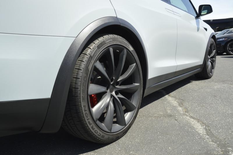 Tesla Model X 2017 price $85,880