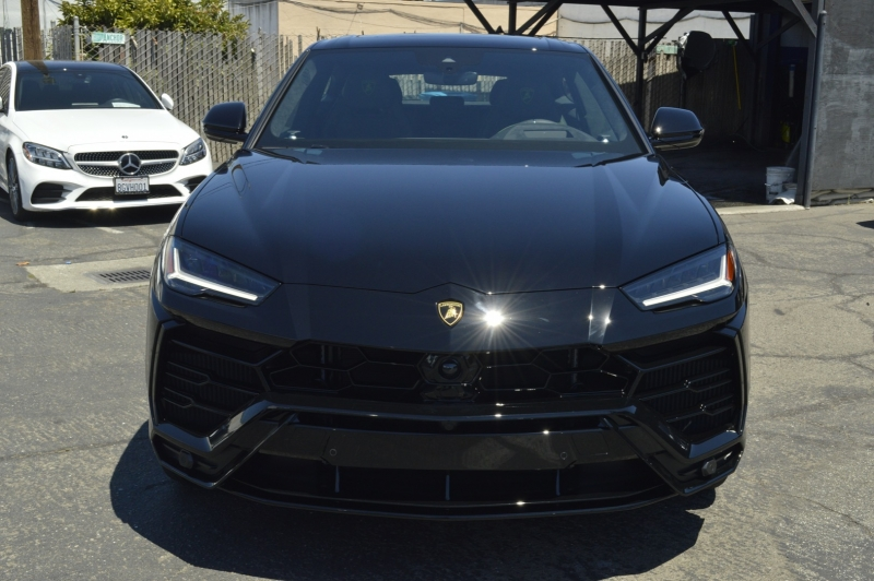Lamborghini Urus 2021 price $318,880