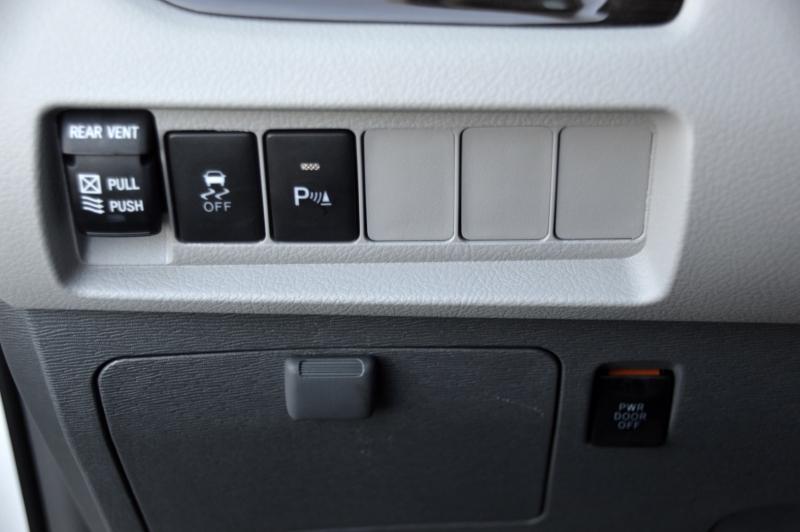 Toyota Sienna 2019 price $38,880