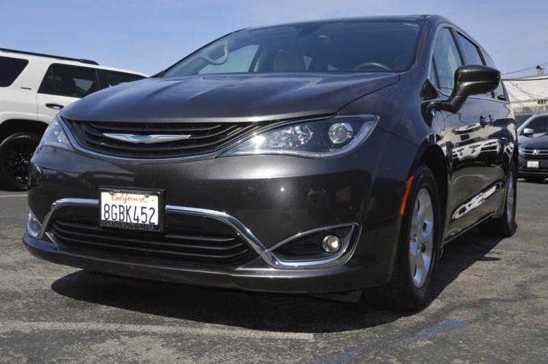 Chrysler Pacifica 2018 price $33,880