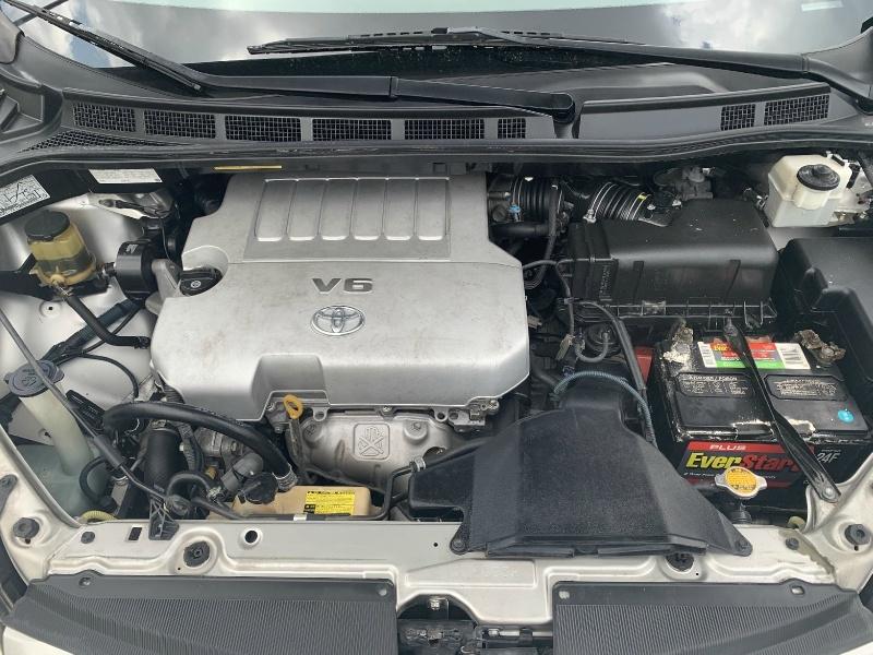 Toyota Sienna 2010 price $6,300