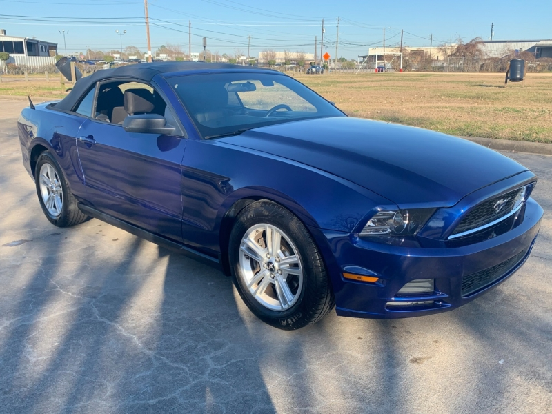 Ford Mustang 2013 price $8,100