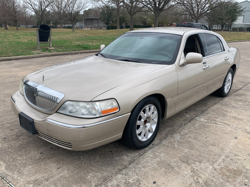 Lincoln Town Car 2011 price $6,500