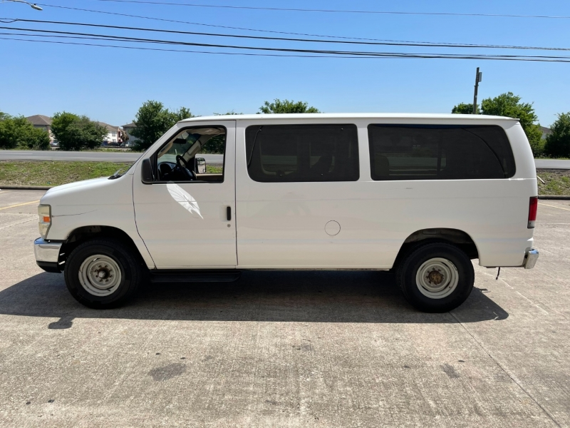 Ford Econoline Wagon 2008 price $5,500