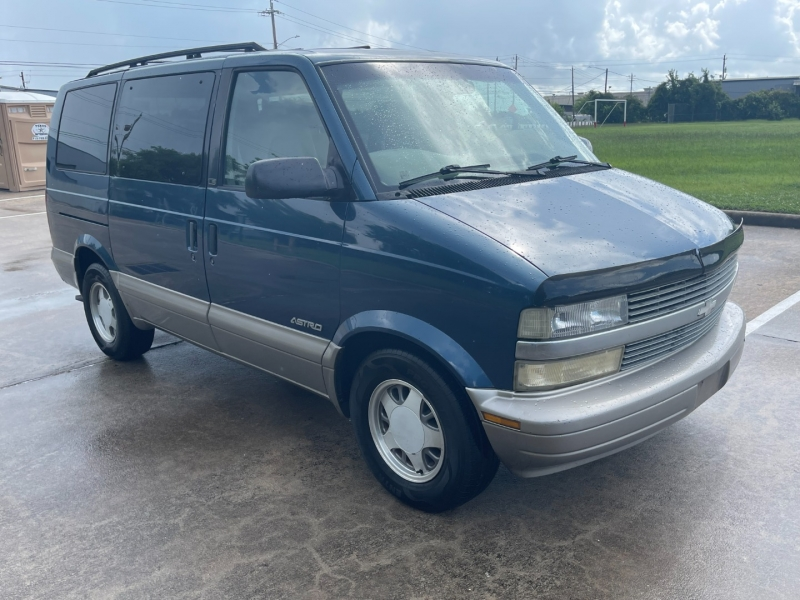 Chevrolet Astro Passenger 2001 price $3,500