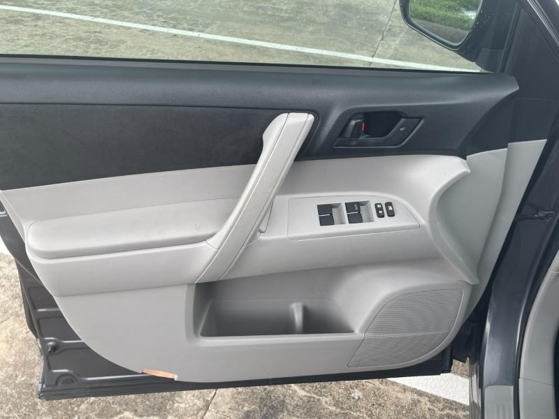 Toyota Highlander 2011 price $13,000