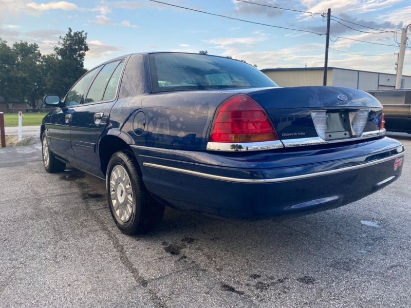 Ford Crown Victoria 2003 price $4,595