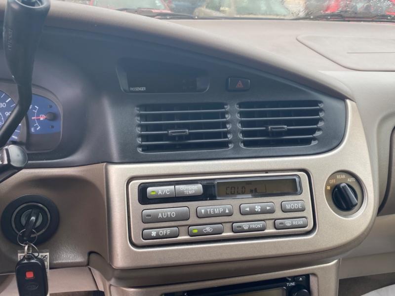 Toyota Sienna 2001 price $1,595