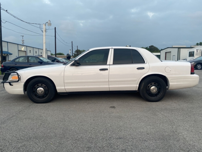 Ford Crown Victoria 2008 price $7,995