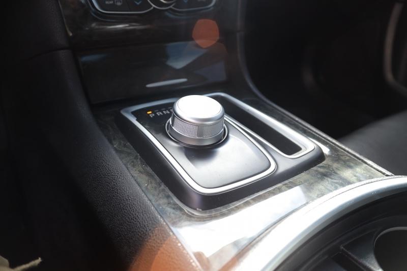 Chrysler 300 2019 price $24,995