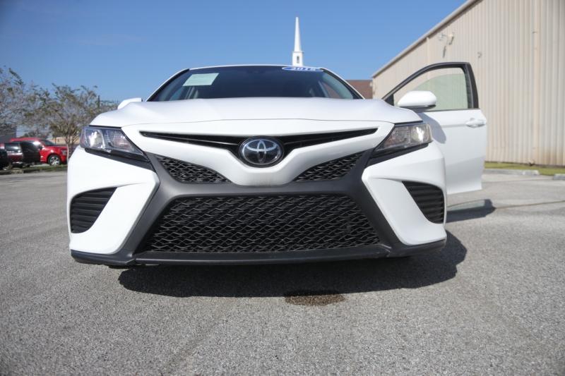 Toyota Camry 2018 price $27,995