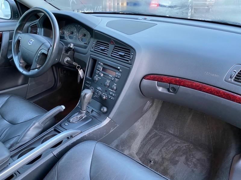 VOLVO XC70 2004 price $3,500