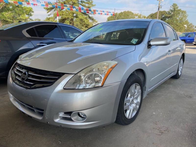 Nissan Altima 2011 price $4,995