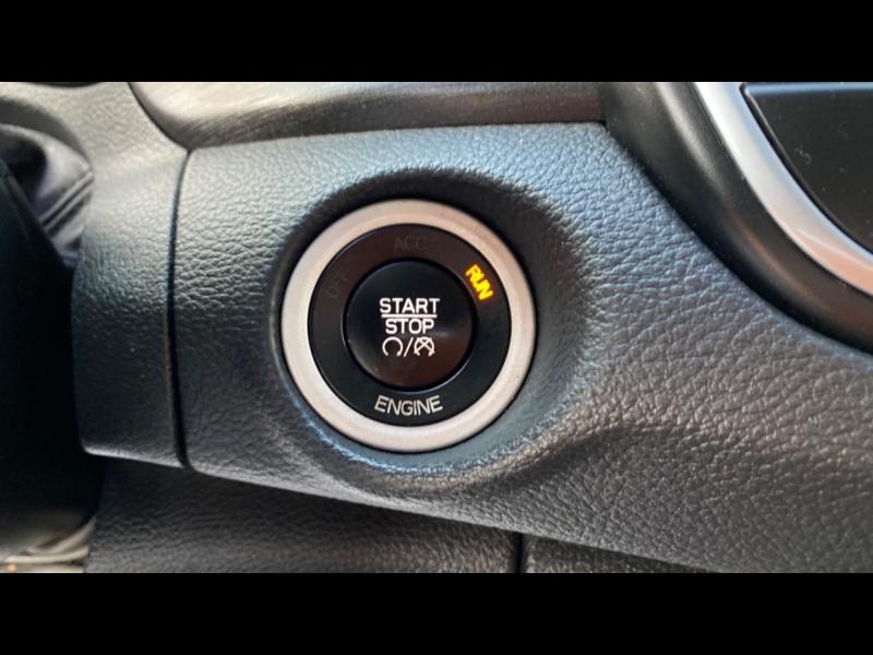 Chrysler 200 2016 price $13,999