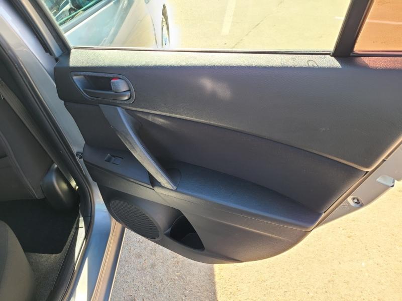 Mazda Mazda3 2011 price $5,250