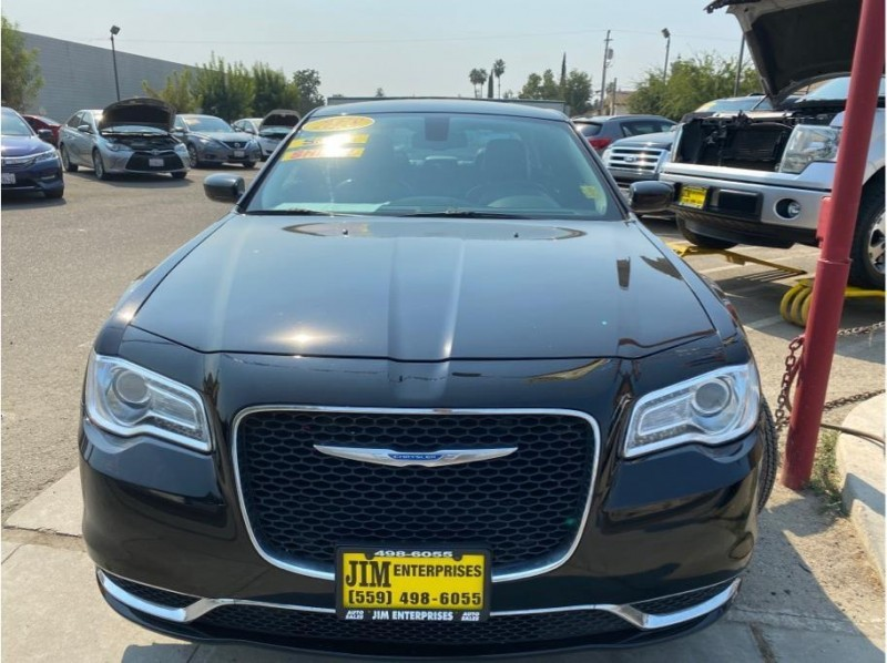 Chrysler 300 2018 price $17,999